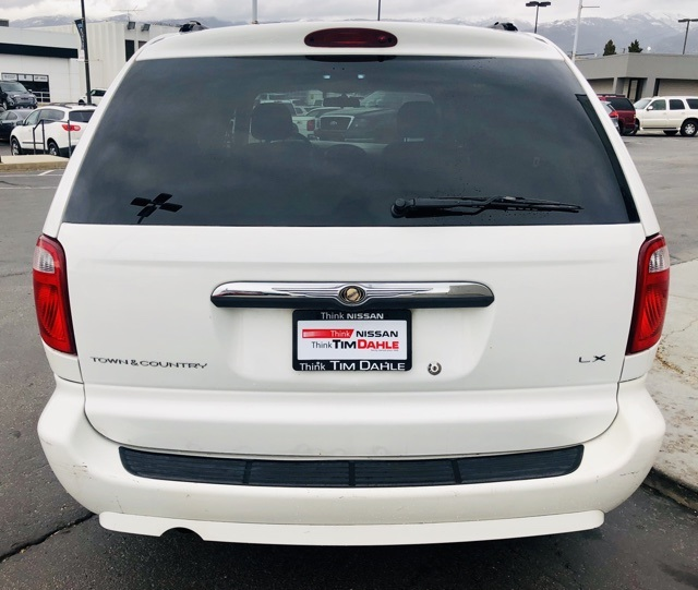 Pre-Owned 2007 Chrysler Town & Country LX